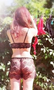femme étendage nue