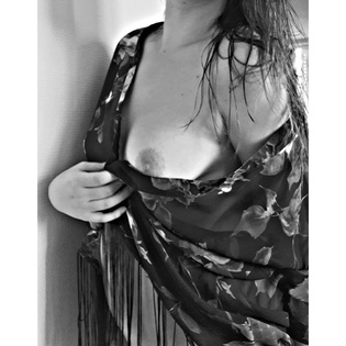 femme paréo seins nue