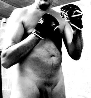 homme nu boxe