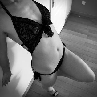 femme lingerie sous vêtements