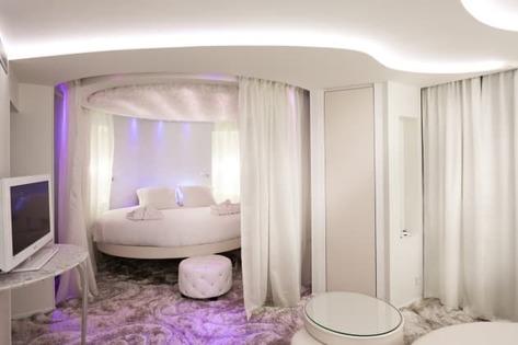 seven hotel chambre blanche