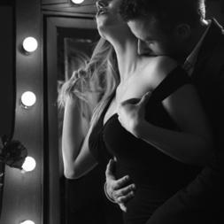 Jeux couple Miroir, mon beau miroir... version hot
